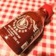 """Zuwachs in der Palette der Srichacha Saucen """"Sriracha Extra Hot"""". Sriracha ist eine thailändische Chili Sauce welche zum Großteil aus Chili und Zucker besteht. Es gibt eine klassische Variante, […]"""